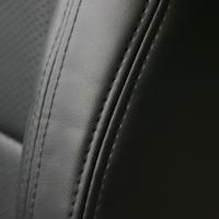 サイドのダブルステッチは、ブラックとレッドから選択できます